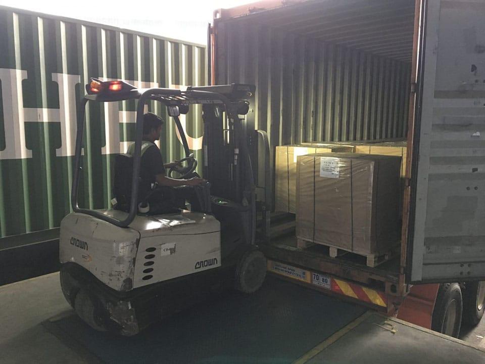 Đóng hàng vào container xuất đi quốc tế